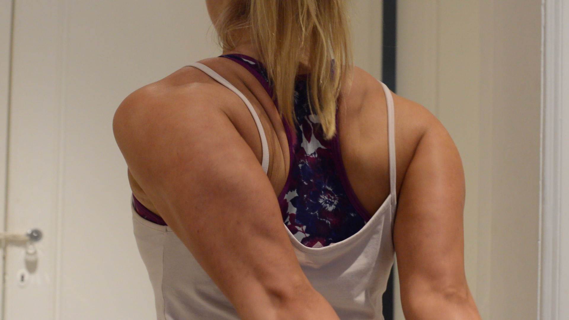 upper back muscle pain, stretching the chest and upper shoulders