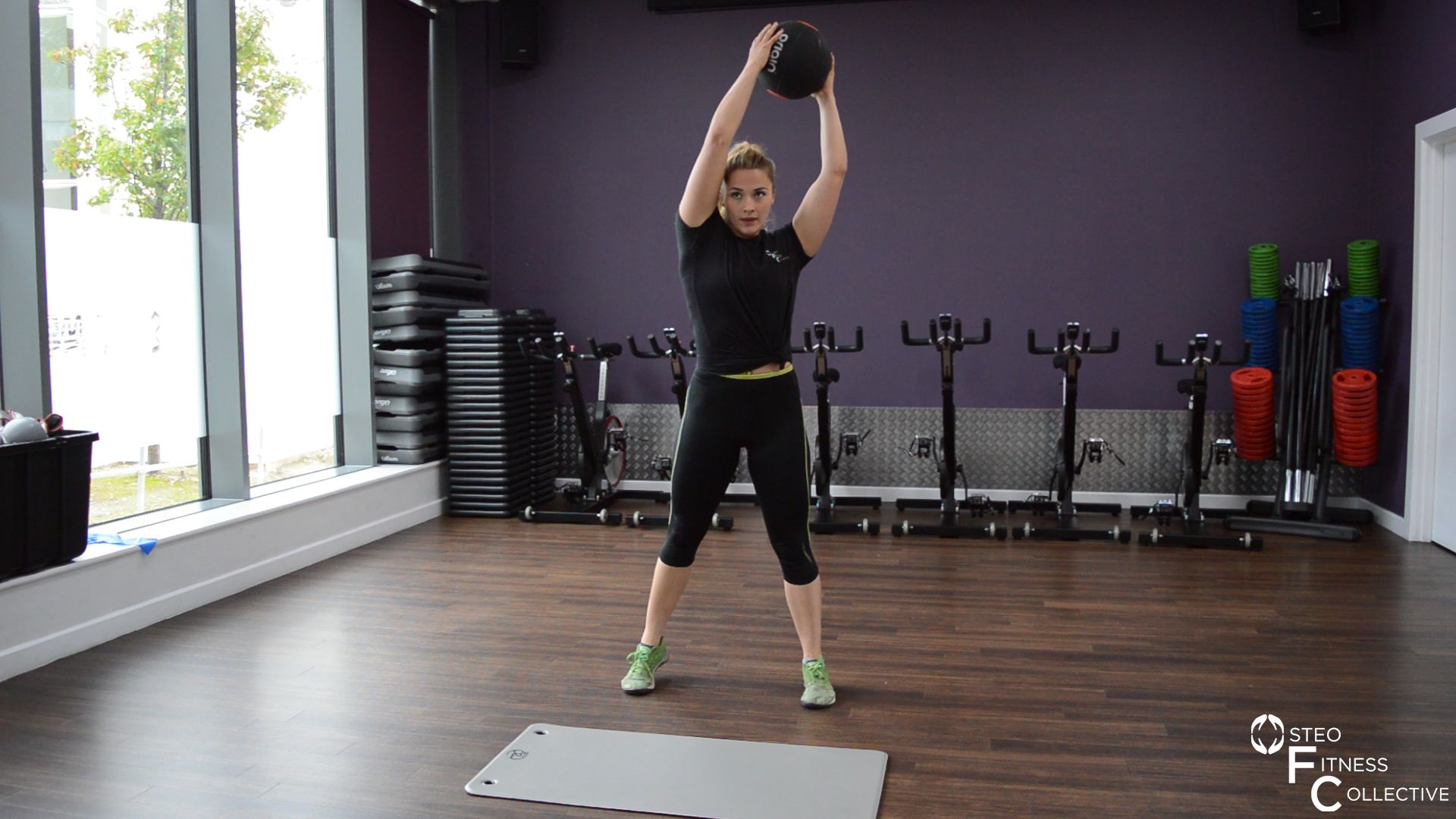 Medicine ball workout, the woodchop