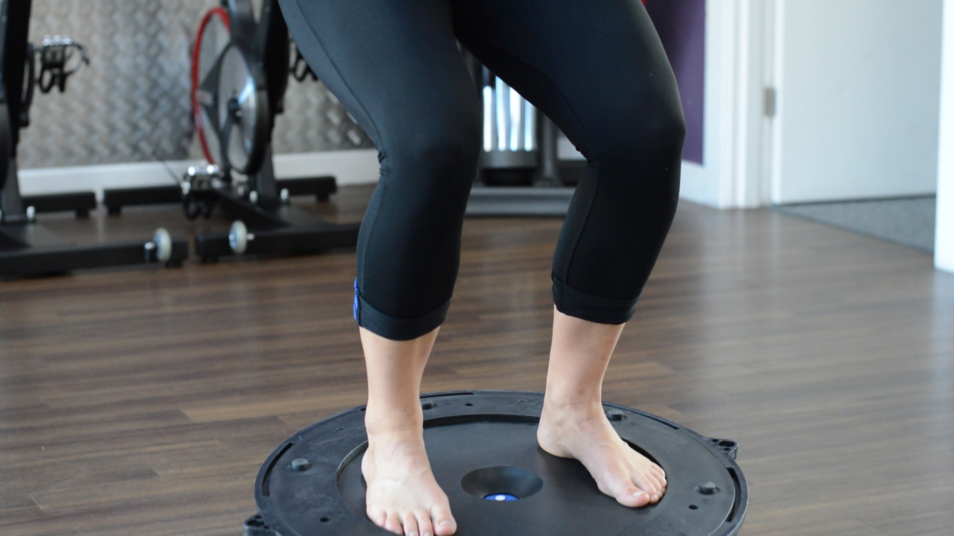 wobble board squat,ankle stability-exercise